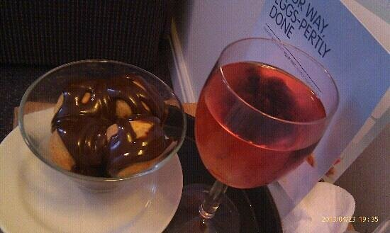 Premier Inn Newcastle Quayside: tasty profiteroles and rose to the room