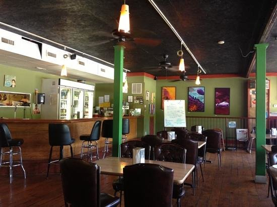 Sluggo's North Vegetarian Cafe: colorful friendly atmosphere