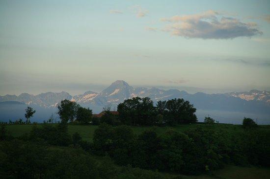 La Ferme de Maurel: View Pyrenees (while sitting terrace)