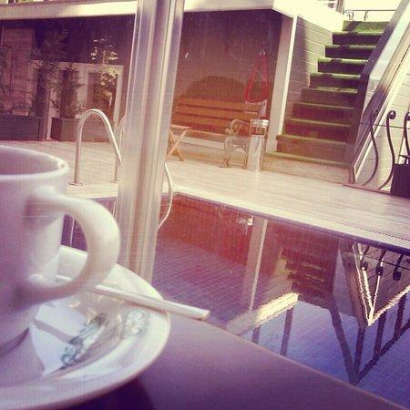 Hayriye Hanim Konagi Hotel: minik havuzun dibinde küçük bahçede ferah bir havada