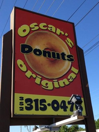 Oscar's Original Donuts: sign
