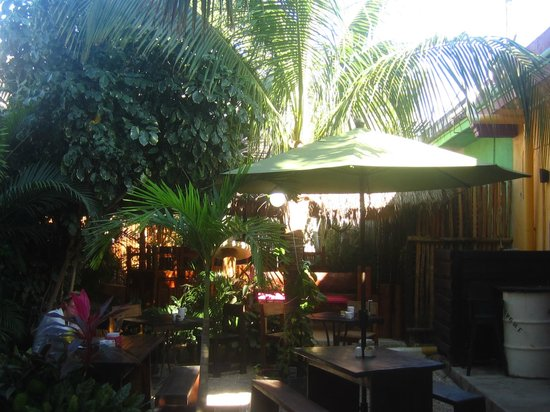 Le Bistro: Outdoor seating in the courtyard