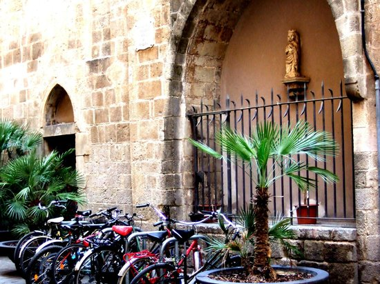 Barcelonina : Walking around the gothic area. The Marcus Chapel