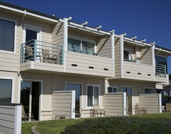 Cambria Landing Inn & Suites: Private Patios and Balconies