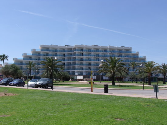 Hipotels Cala Millor Park: view of hotel from beach
