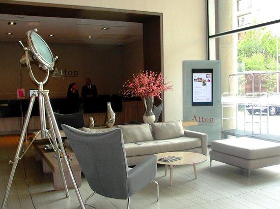 Atton Vitacura: Lobby y Front Desk