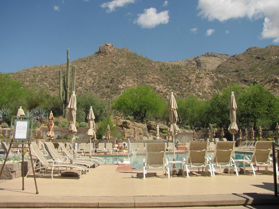 Loews Ventana Canyon Resort: poolside mountain view