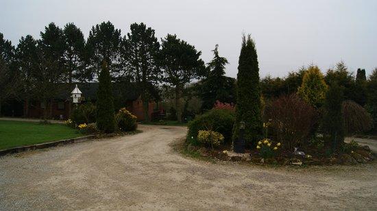 Rocklands Lodges: gardens