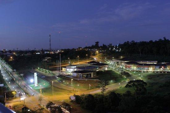 Punto Iguazu Shopping: Foto general Shopping de noche