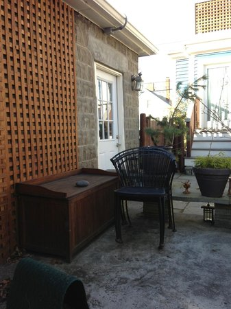 Northey Street House Bed and Breakfast: Outdoor patio area