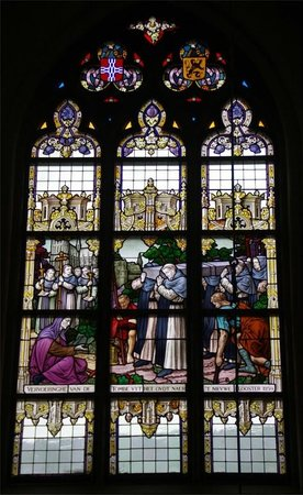 Onze-Lieve-Vrouw ter Potterie: One of the many stained glass windows