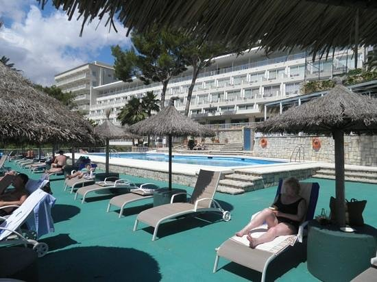 Grupotel Molins: The pool.