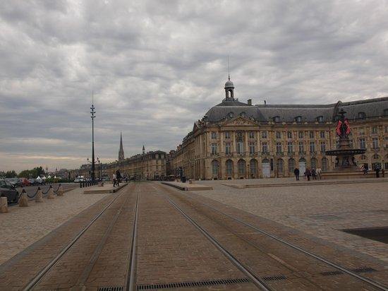 Chateau de Lantic: Financial distric of Bordeaux