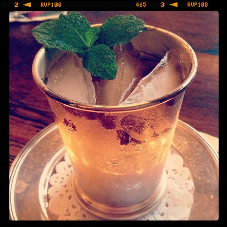 Historic Oak Hill Inn: Mint Julep in silver cup