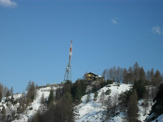 Albergo Belvedere Cogne: vista dal basso il gg della partenza...