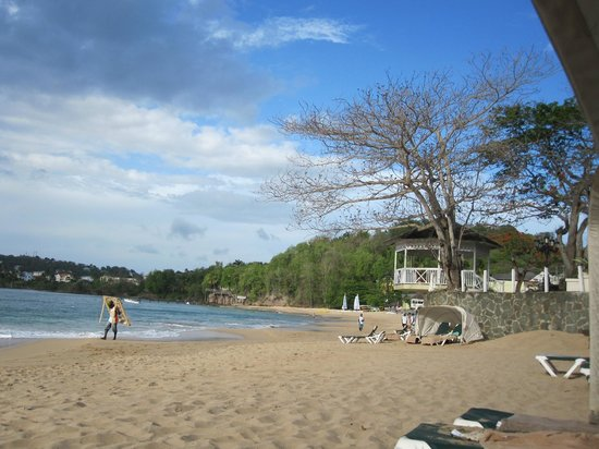 Sandals Regency La Toc Golf Resort and Spa: Beach in the morning