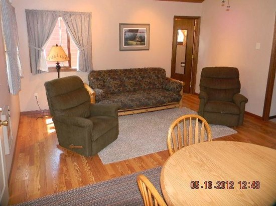 Otter Tail Beach Resort: Cabins are comfortable and modern!