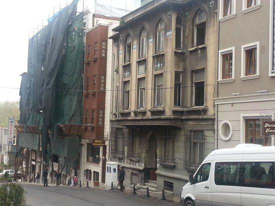 All Day Istanbul Hotel : Adjacent building is still under renovation what can be noisy.