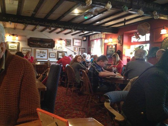 The Mayfly Riverside Pub: Busy Restaurant