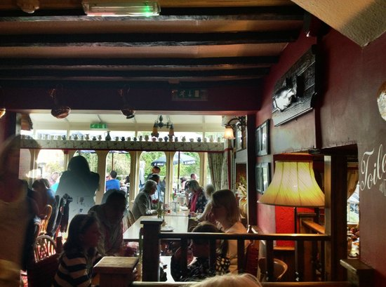 The Mayfly Riverside Pub: Looking out