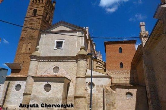 Catedral Santa María de la Huerta Tarazona: Para ver la diferencia entre lo viejo y lo limpiado.