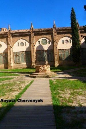 Catedral Santa María de la Huerta Tarazona: Fragmento del patio.