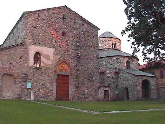 Cantu, Ιταλία: esterno basilica galliano