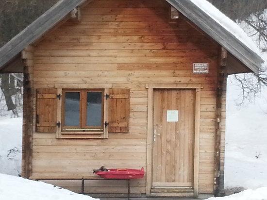 cabane d hiver po le bois col d 39 anel picture of saint dalmas le selvage saint dalmas le. Black Bedroom Furniture Sets. Home Design Ideas