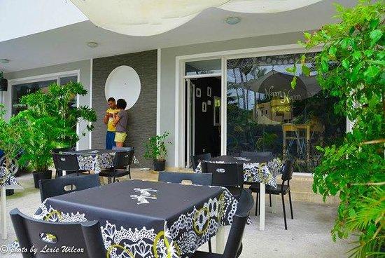 Nam Nam: Outside tables