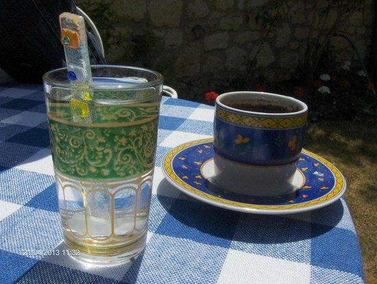 Sardunaki Konak Otel: damla sakızı ve kahve