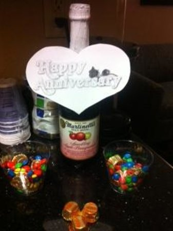 Holiday Inn Express Hotel & Suites - Glen Rose : Anniversary Surprise!