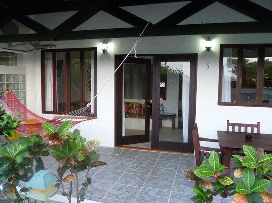 Villas Mymosa: Terasse bei Zimmer