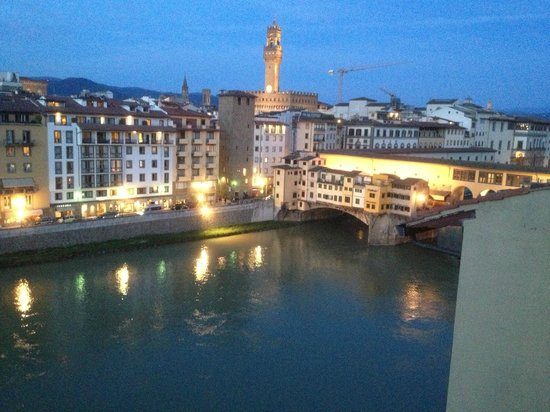 Hotel Lungarno: View up river towards the Ponte Vecchio Bridge