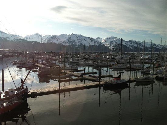 Harbor 360 Hotel: Seward Harbor. View from our window.
