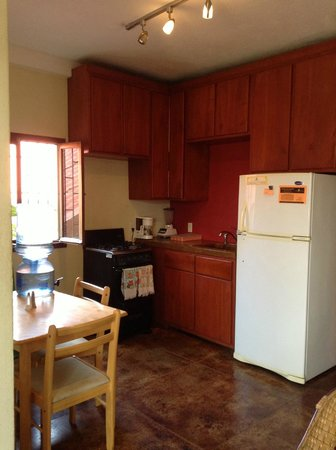 La Terraza Condominiums: Clean, Well Equipped Kitchens