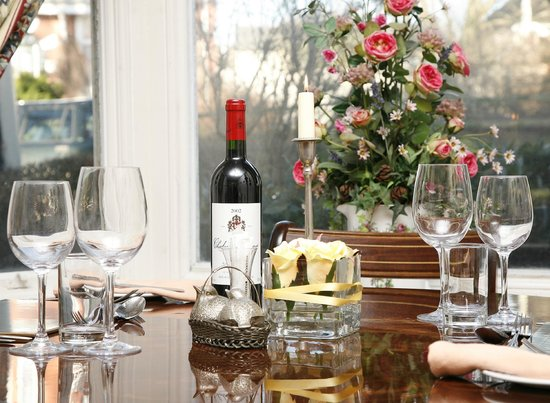 Lasswade Country House Hotel: Restaurant with bay window view