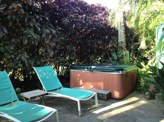 Huelo Point  Lookout : Private Patio and Hot Tub