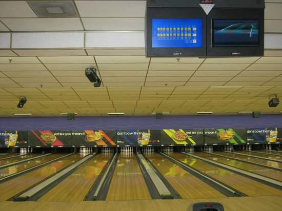 AMF Bowling Center: Inside