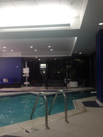 Washington Dulles Marriott Suites: Pool