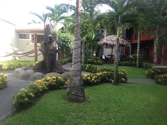 Arenal Hostel Resort: grounds :)