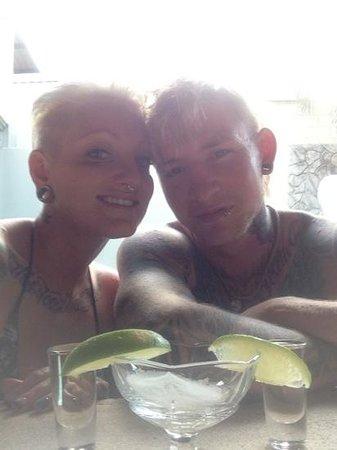 Arenal Hostel Resort: dos tragos de tequila