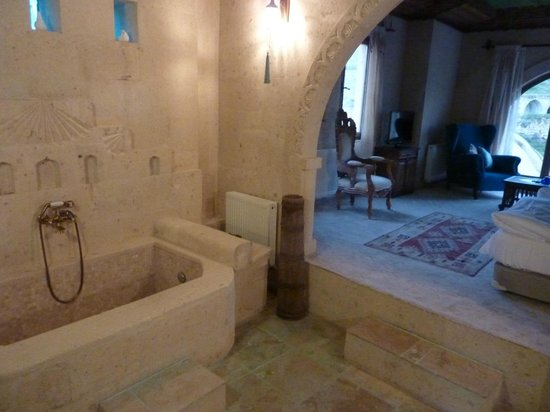 Blue Valley Cave Hotel : The bath in the bedroom
