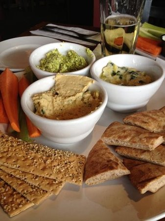 Grille on Main : Dip Trio appetizer