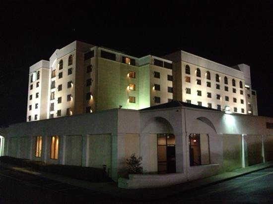 Embassy Suites by Hilton Columbia - Greystone: night view
