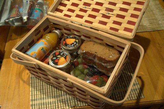 The Butterfly Garden Inn: Delicious goods inside that basket!