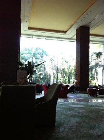 Edsa Shangri-La: huge lobby and green outsides