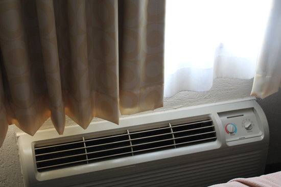 Ramada Plaza Louisville Hotel and Conference Center: heater/ac
