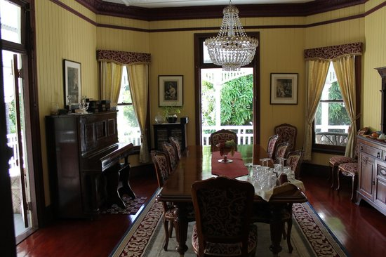 Wiss House Bed and Breakfast: Dining Room