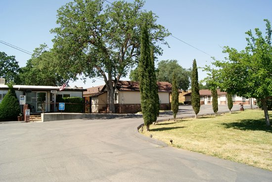 Welcome to Travelers Motel in Cottonwood, CA