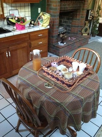 Donna's Premier Lodging: breakfast